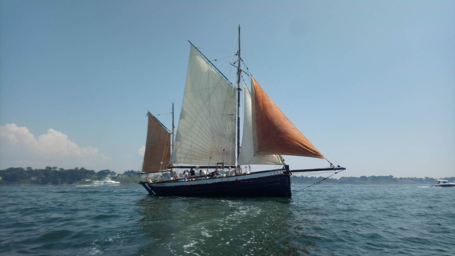 Leenan-head-voilier-Locmariaquer-Morbihan-Bretagne-Sud ©