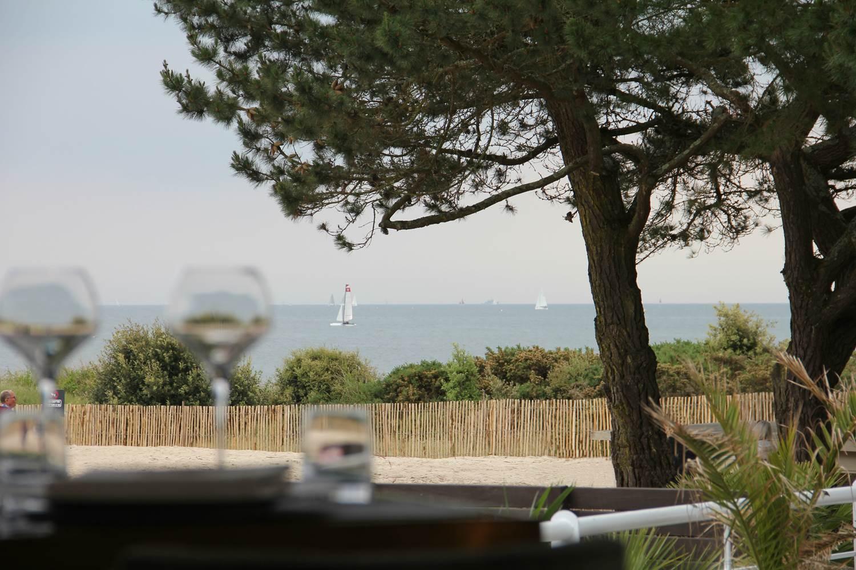 Déjeuner vue mer ©