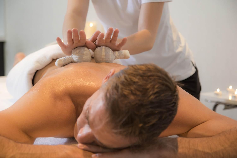 Massage-Tampon-Miramar-La-Cigale-Thalassothérapie-&-Spa-Arzon-Presqu'île-de-Rhuys-Golfe-du-Morbihan-Bretagne sud © Serge Detalle