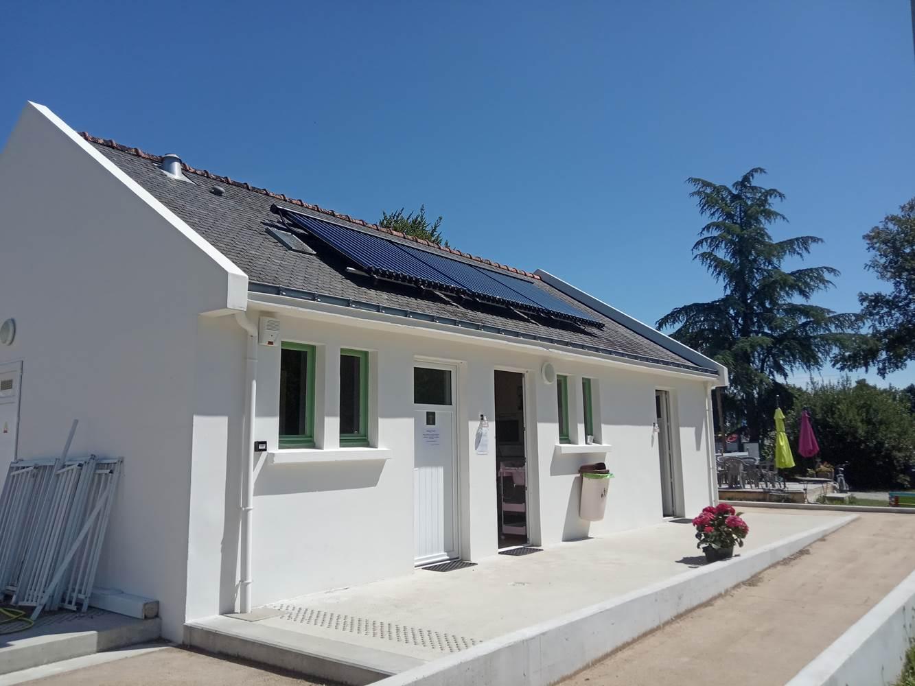 Sanitaire écologique eau chaude solaire ©