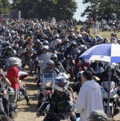 Arrivée de la Madone des motards à Carentoir